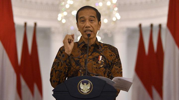 Presiden Joko Widodo (Jokowi) menyampaikan keterangan pers terkait penangangan virus Corona di Istana Bogor, Jawa Barat, Ahad, 15 Maret 2020. Jokowi meminta agar masyarakat Indonesia untuk bekerja, belajar dan beribadah di rumah guna mencegah penularan virus Corona. ANTARA/Sigid Kurniawan.