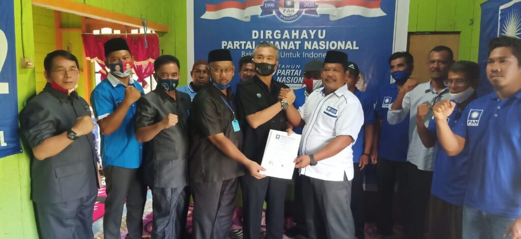 DPD PAN Serahkan SK dukungan ke pasangan WIRA