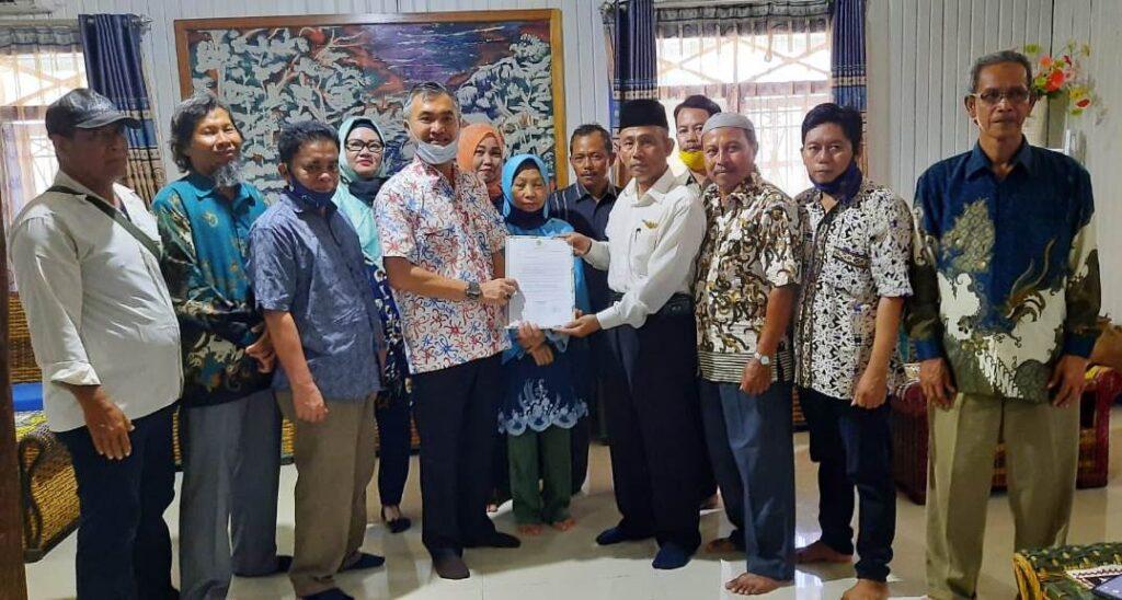 Ketua Partai Berkarya Menyerahkan Dukungan Kepada Balon Bupati Malinau Wempi W Mawa