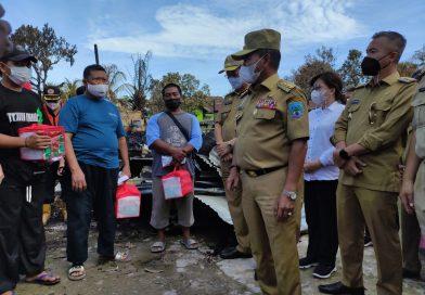 Gubernur Zainal Beri Bantuan Uang Tunai Rp 70 Juta bagi Korban Kebakaran di Desa Malinau Hilir